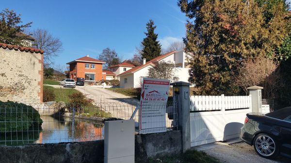 Maisons implantées à Voiron sur terrain